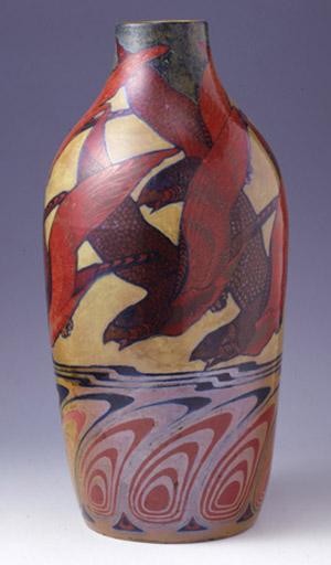 Vase avec des oiseaux de proie et des plumes de paon